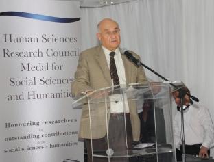 Professor van Onselen delivering acceptance speech